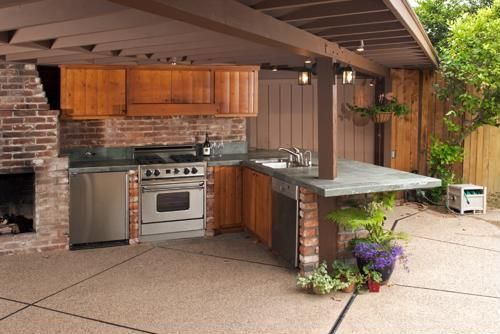 3 Tips to Design and Build an Outdoor Kitchen #buildadeckonabudget