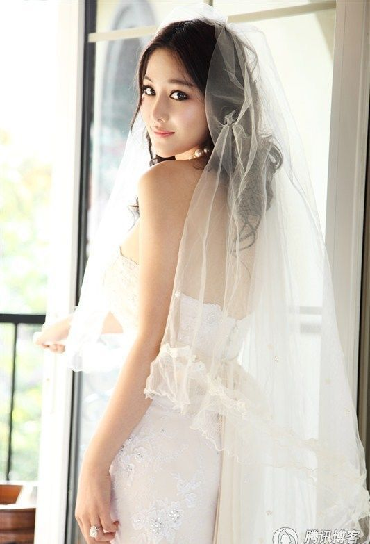 For The Last Century The Usage Of Veil Is To Protect The Bride From Evil Spirits While It Is An Accessory To Enhance The Beauty Of The Bride For Nowadays