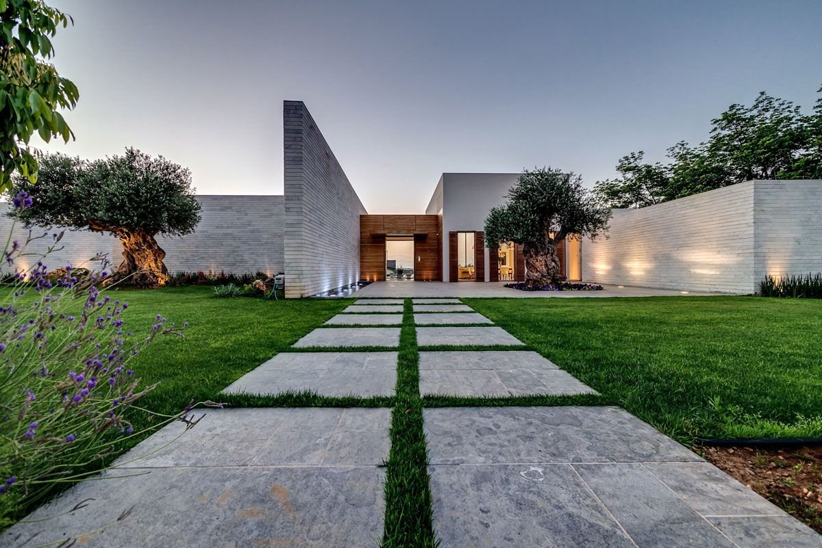 Modern Luxury Villas Designed By Gal Marom Architects Luxury Villa Design Landscape Design Plans Front Garden Design