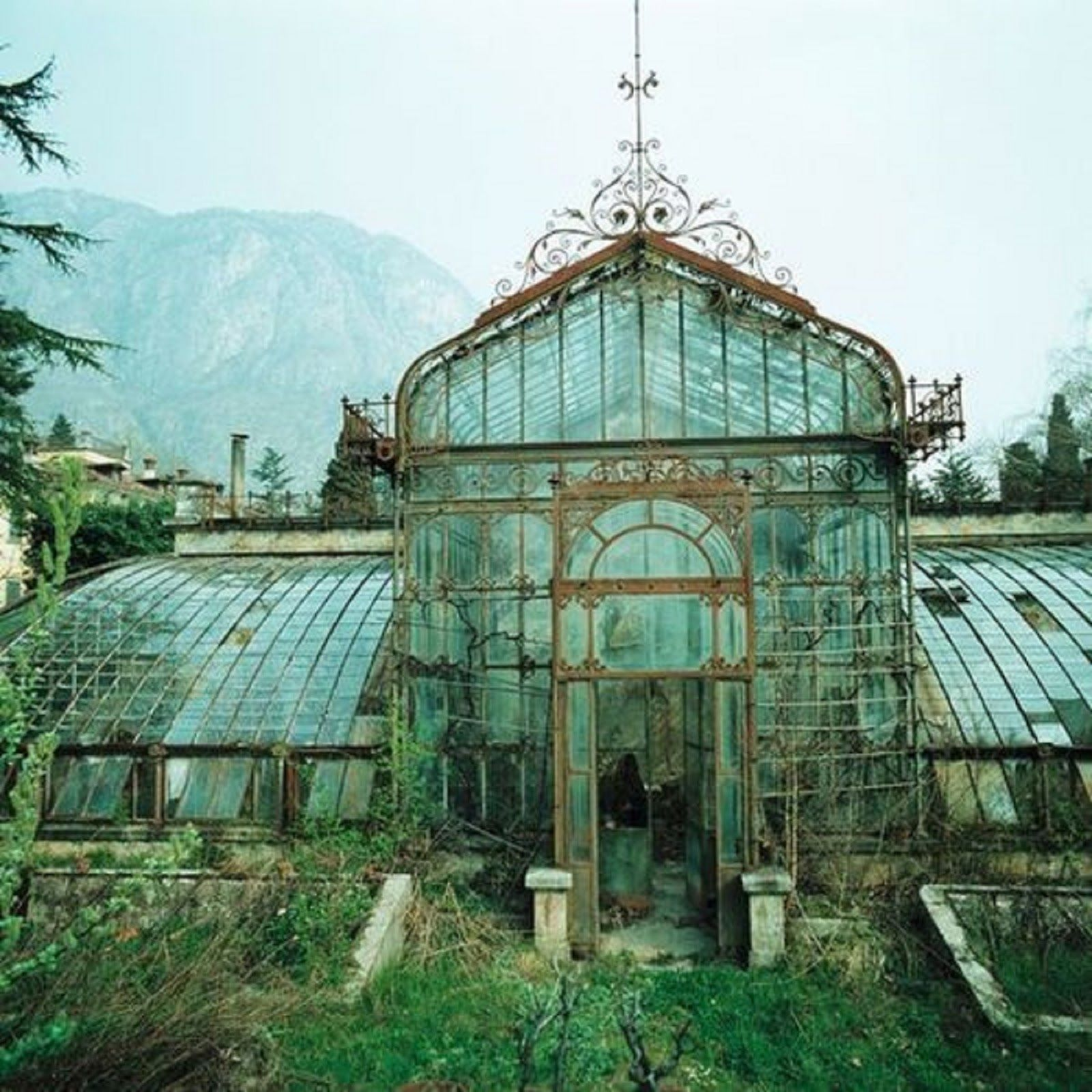 Es Gab Ein Haus Aus Glas Und Es Wurde Von Einem Garten Umgeben Der
