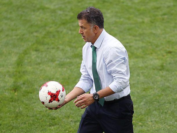 #DESTACADAS:  DT de México casi se va a los golpes con árbitro y sufrió el peor castigo - Perú.com