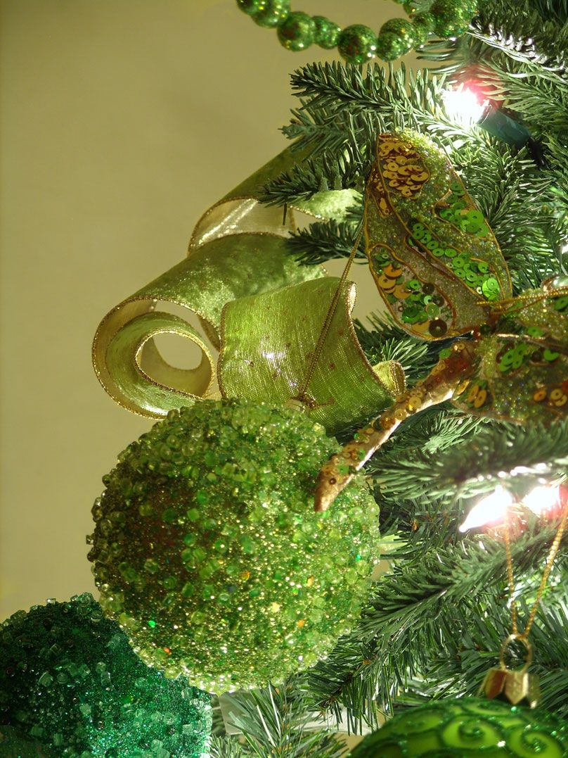 Decorating an irish themed christmas tree amazing for Amazing christmas tree decorations