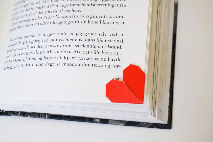 Cute, easy and romantic origami bookmark <3 // A whole Lotte love