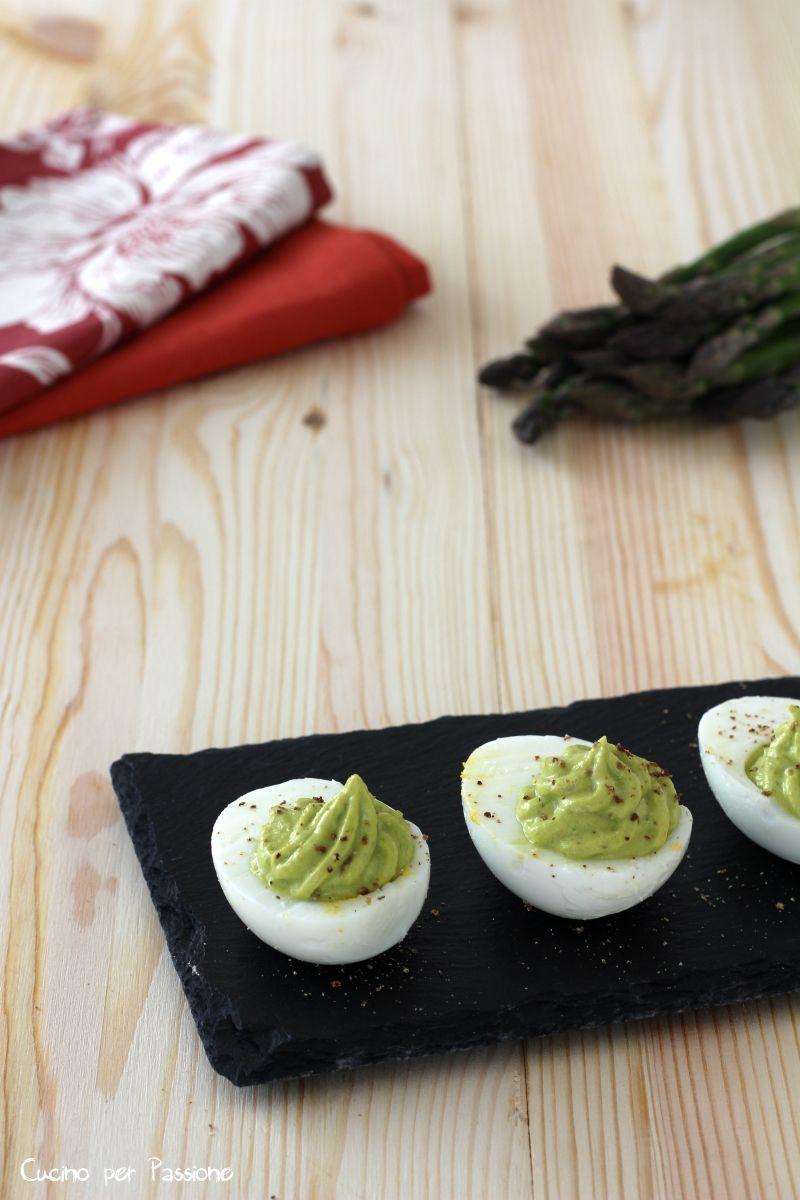Uova ripiene di crema d'asparagi - Cucino per Passione