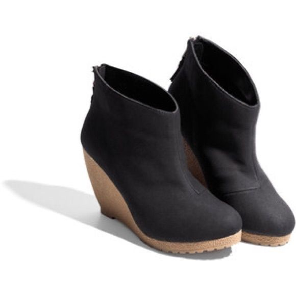 d39929dbf0288a Shop Women's H&M Black Brown size 7 Ankle Boots & Booties at a discounted  price at Poshmark. H&M Wedge Boot