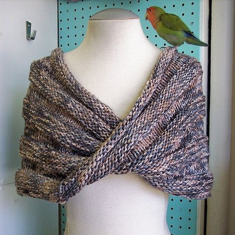 Photo of Easy Mobius Capelet Pattern FREE