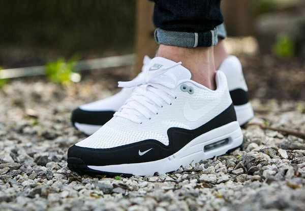 1c447943244b Basket Nike Air Max 1 Ultra Essential Mini Swoosh Black White ...