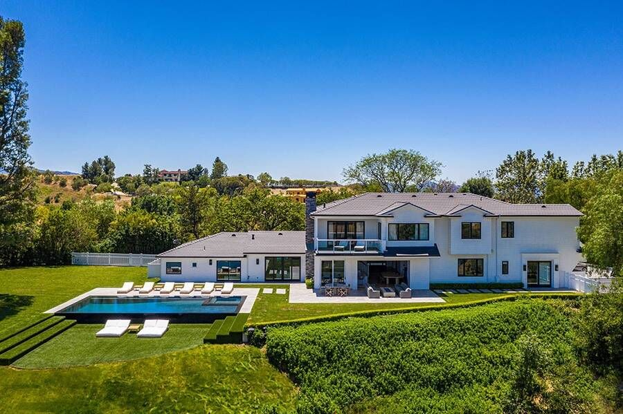 Scott Disick Is Flipping His Own Home For 13 Million Go Inside His Humble Abode E Online In 2020 Calabasas Homes Mansions Scott Disick House