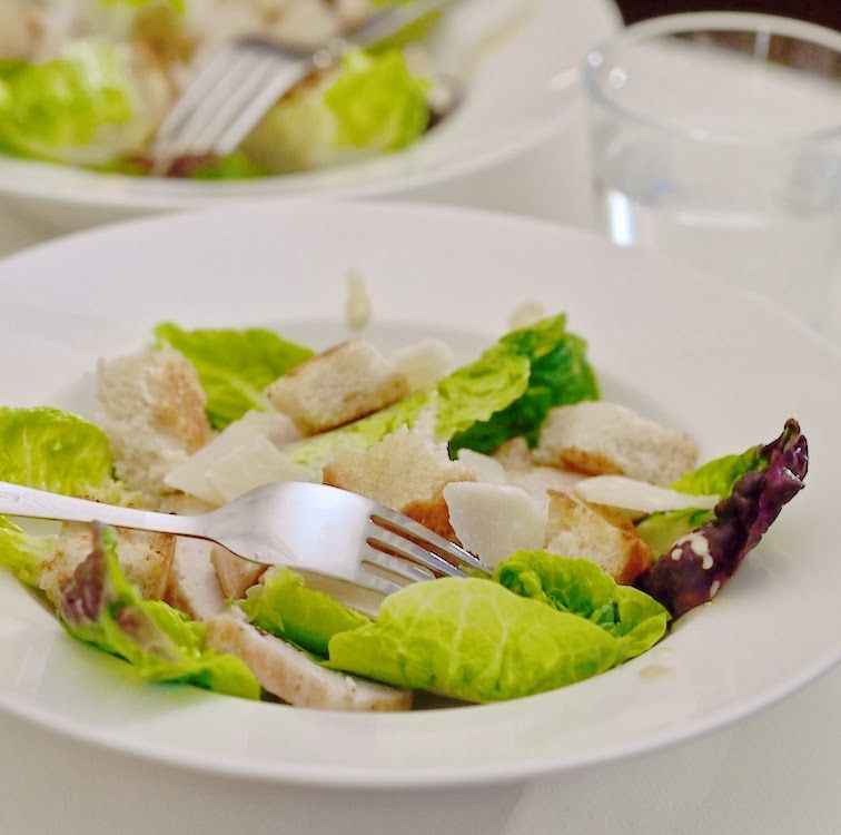 Makuja kotoa: Caesar-salaatti ja kalavapaa kastike