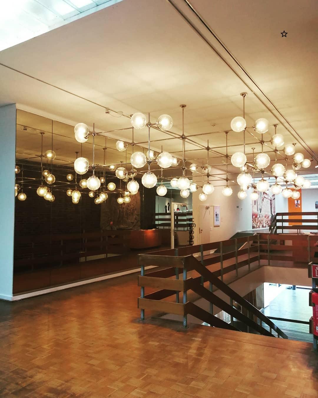 Lampenmittwoch Hier Die Installation Aus Der Rostocker Kunsthalle Einst Hinge Ceiling Lights Decor Home Decor