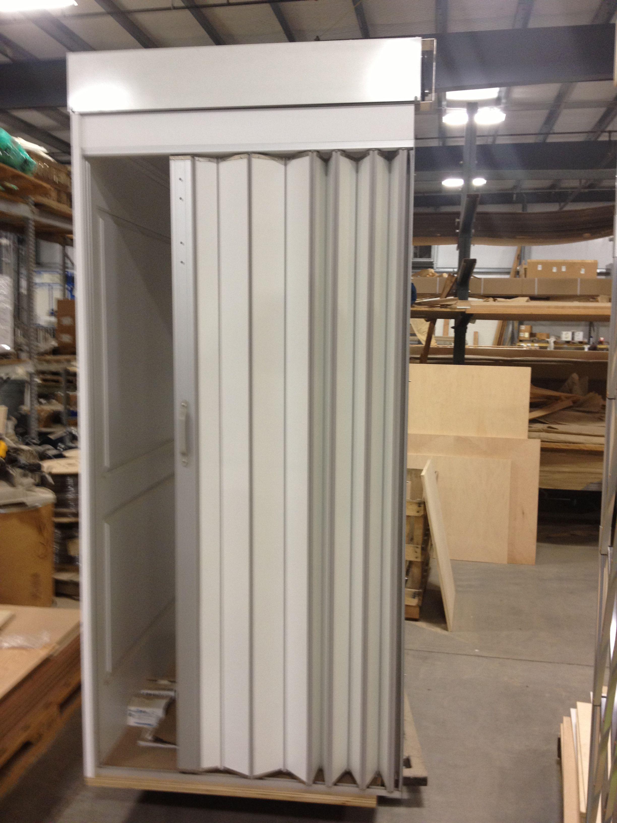 Puerta de cabina tipo acorde n vinilo blanco con aluminio for Puerta de acordeon castorama