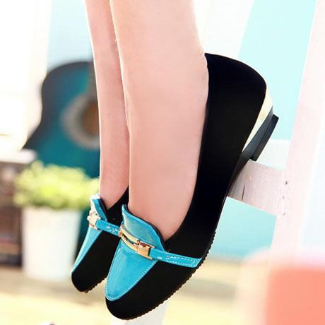 Buckle Ornament Stylish Two Tone Pointed Toe Loafers