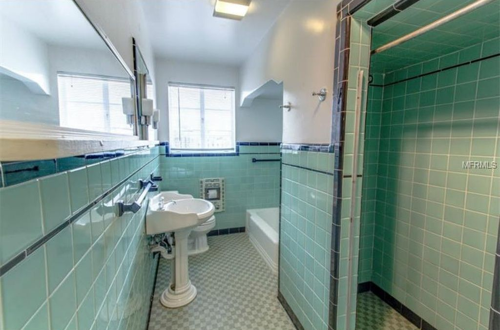 Old Seminole Heights Home For Sale Retro Bathrooms Bathroom Inspiration Bathrooms Remodel