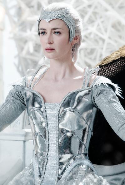 Queen freya the huntsman winters war pinterest - Robe reine des glaces ...