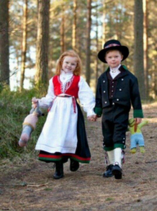 Topnotch Little Tyrolean kids #Europe #traditional | Children of the World SH-04