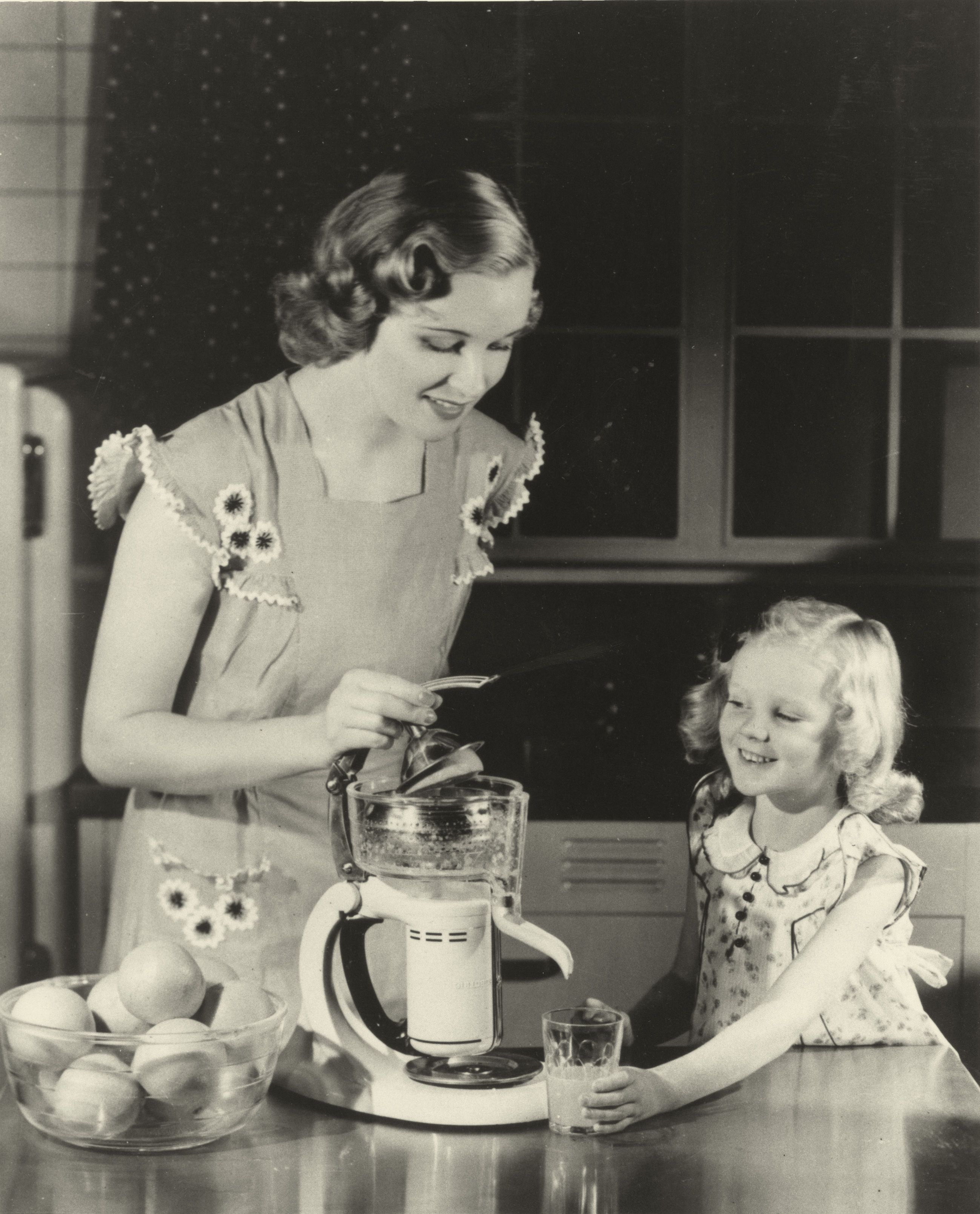 Mother And Daughter In 1936 Vintage Housewife Retro Housewife