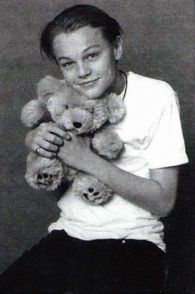 Regardez cette photo Léo et un ours en peluche! C'est adorable pour tant de raisons.   – Titanic
