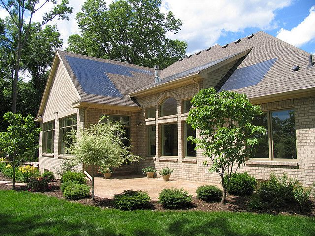 Unique Home With Triple Junction Hydrogenated Amorphous Silicon Based Photovoltaic Shingles Generates It Solar Electric Solar Electric System Solar Power House