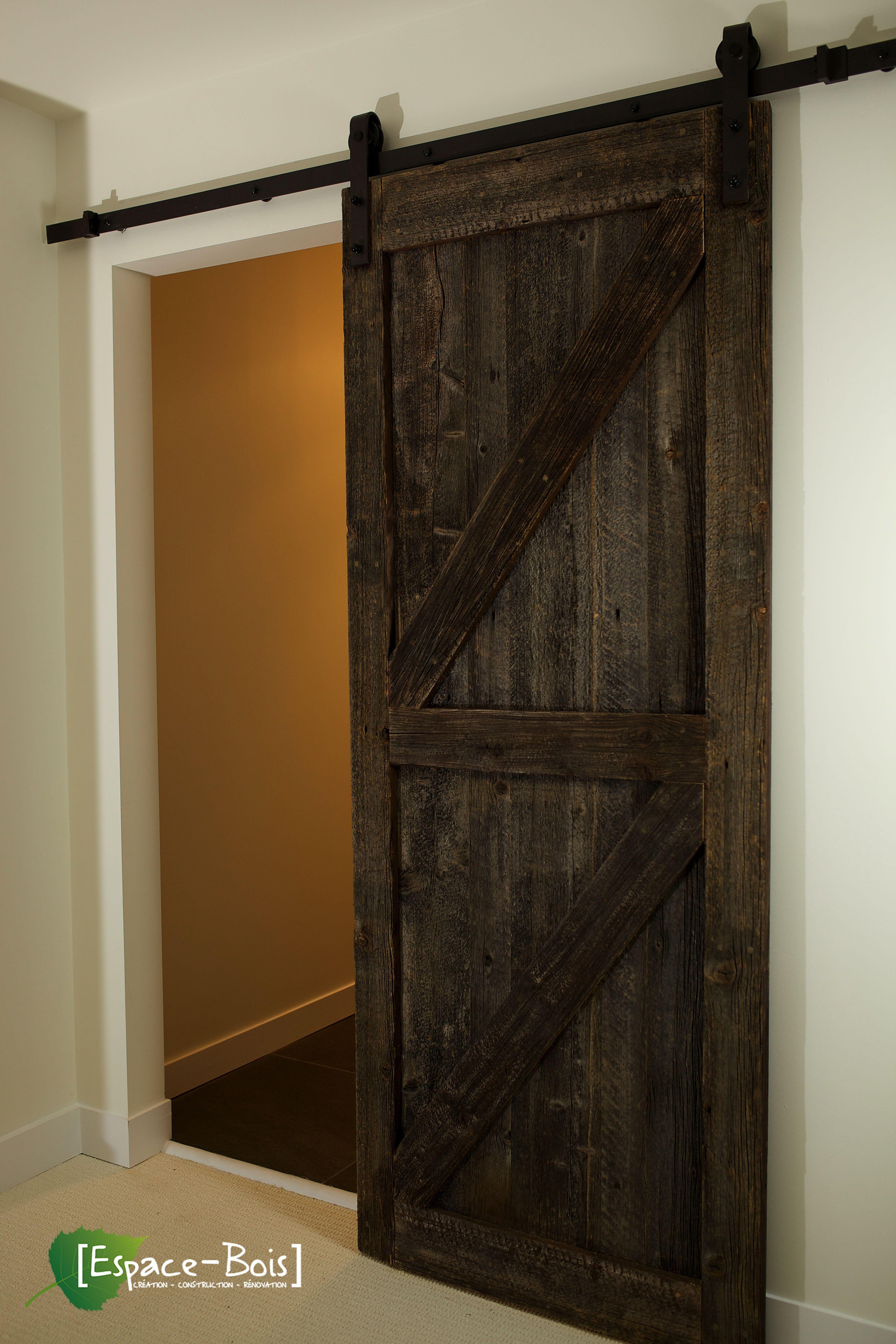 Porte coulissante en bois de grange avec le magnifique design en Z