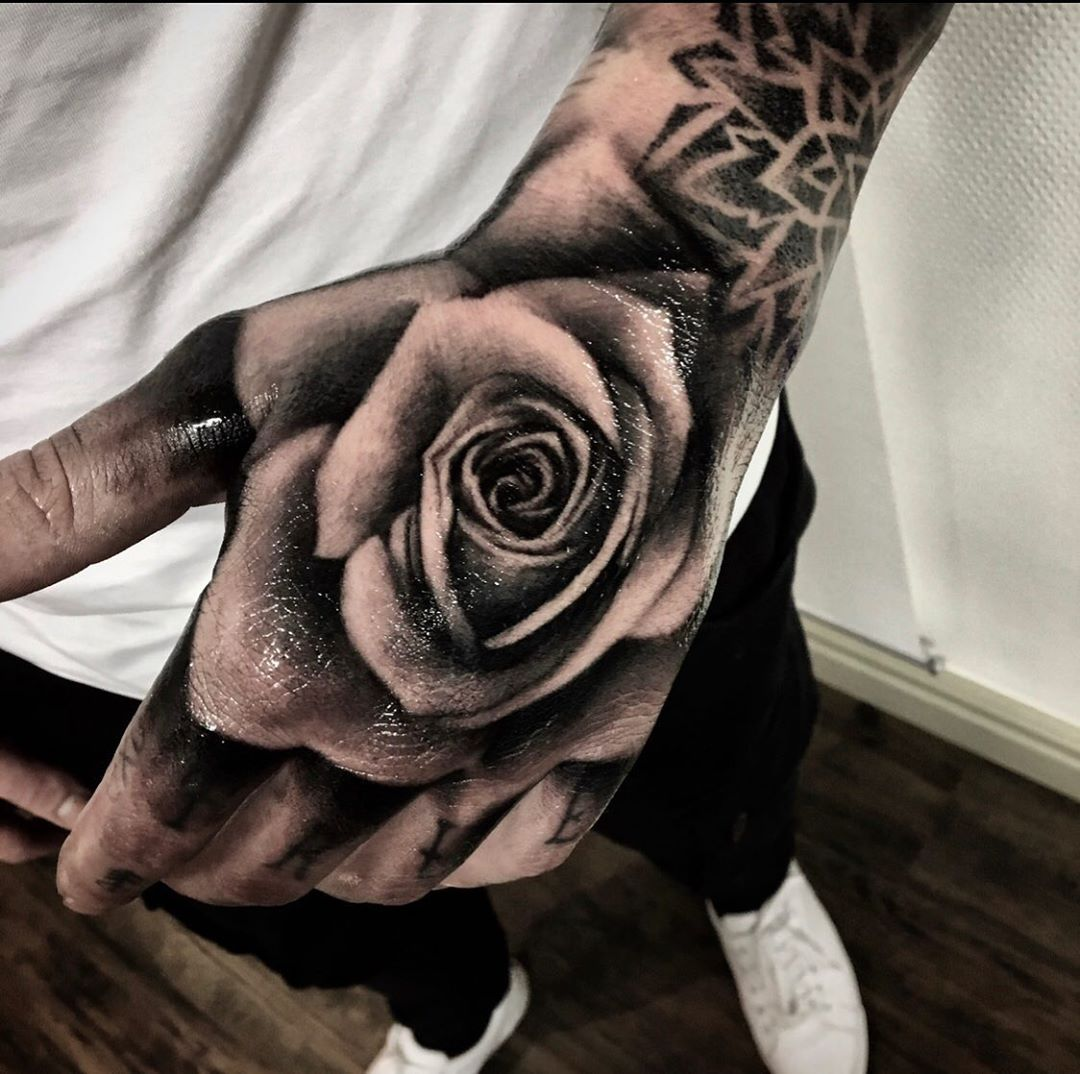 #TattooStyle, #cattattoo #dragontattoo #flowertattoo #mermaidtattoo #musictattoo #rosetattoo #simpletattoo #smalltattoo #snaketattoo #sunflowertattoo #tattoodrawings #tattoofonts #tattooforwomen #tattoohombre #tattoominimalistas