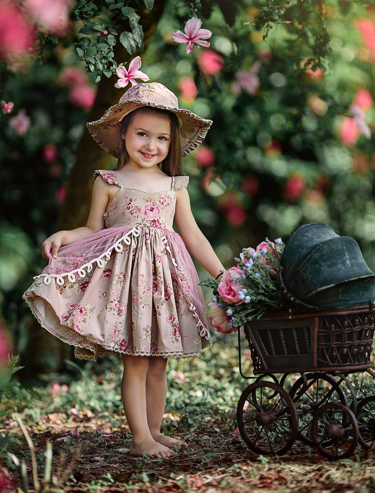 Маленьких Девчонки В Платье