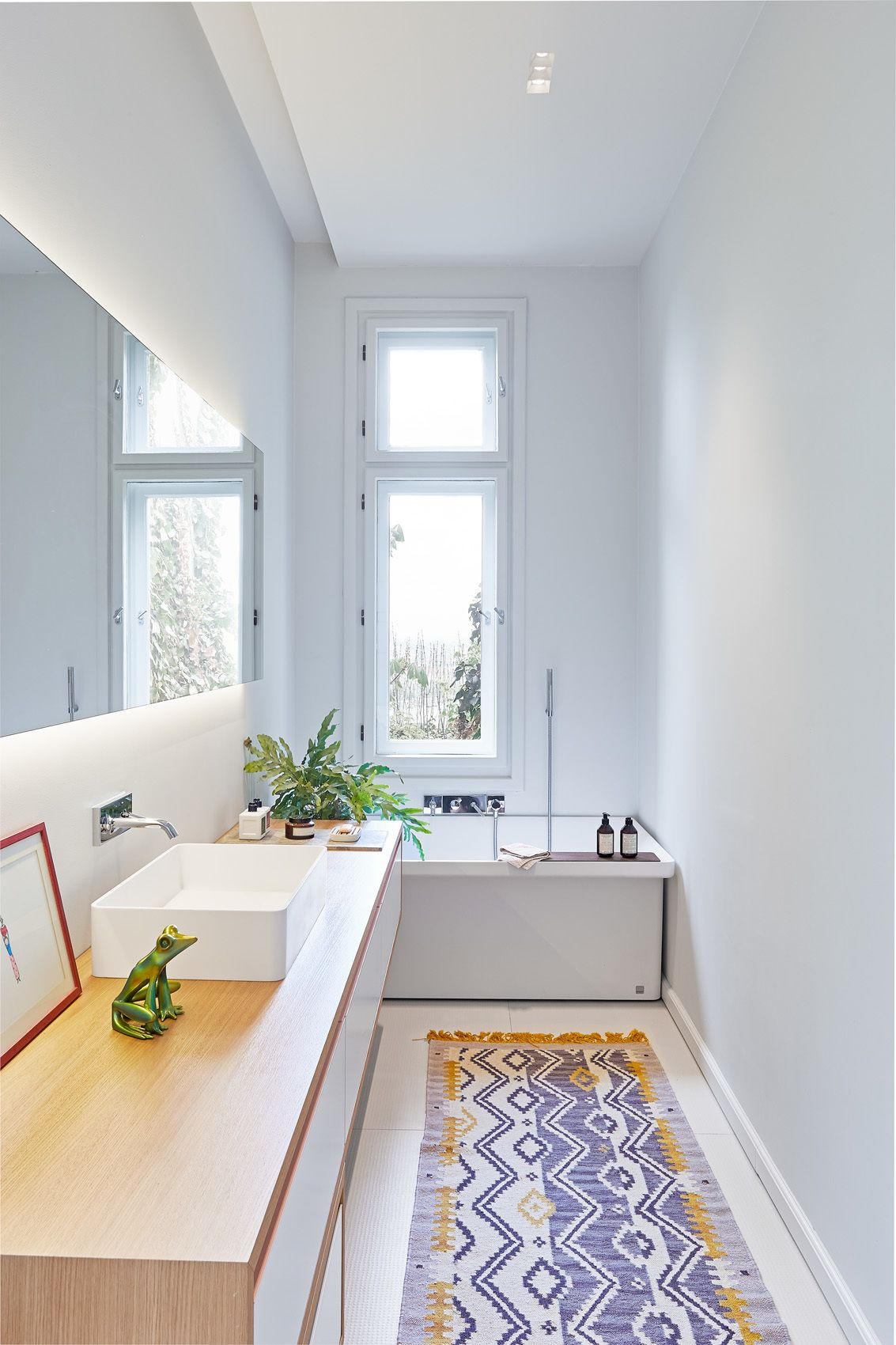 Badezimmer ideen marmorfliese photo  of  in a family villa in budapest with colorfulu  bath