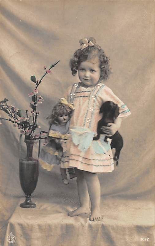 Alte Fotokarte Schüchternes Mädchen MIT Dackel UND Puppe 1910 | eBay