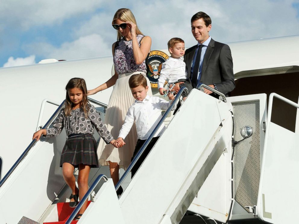Photo Ivanka Trump With Her Husband Jared Kushner And Their Children Arrive At Morristown Municipal Airport N J To Sp First Daughter Three Kids American Presidents