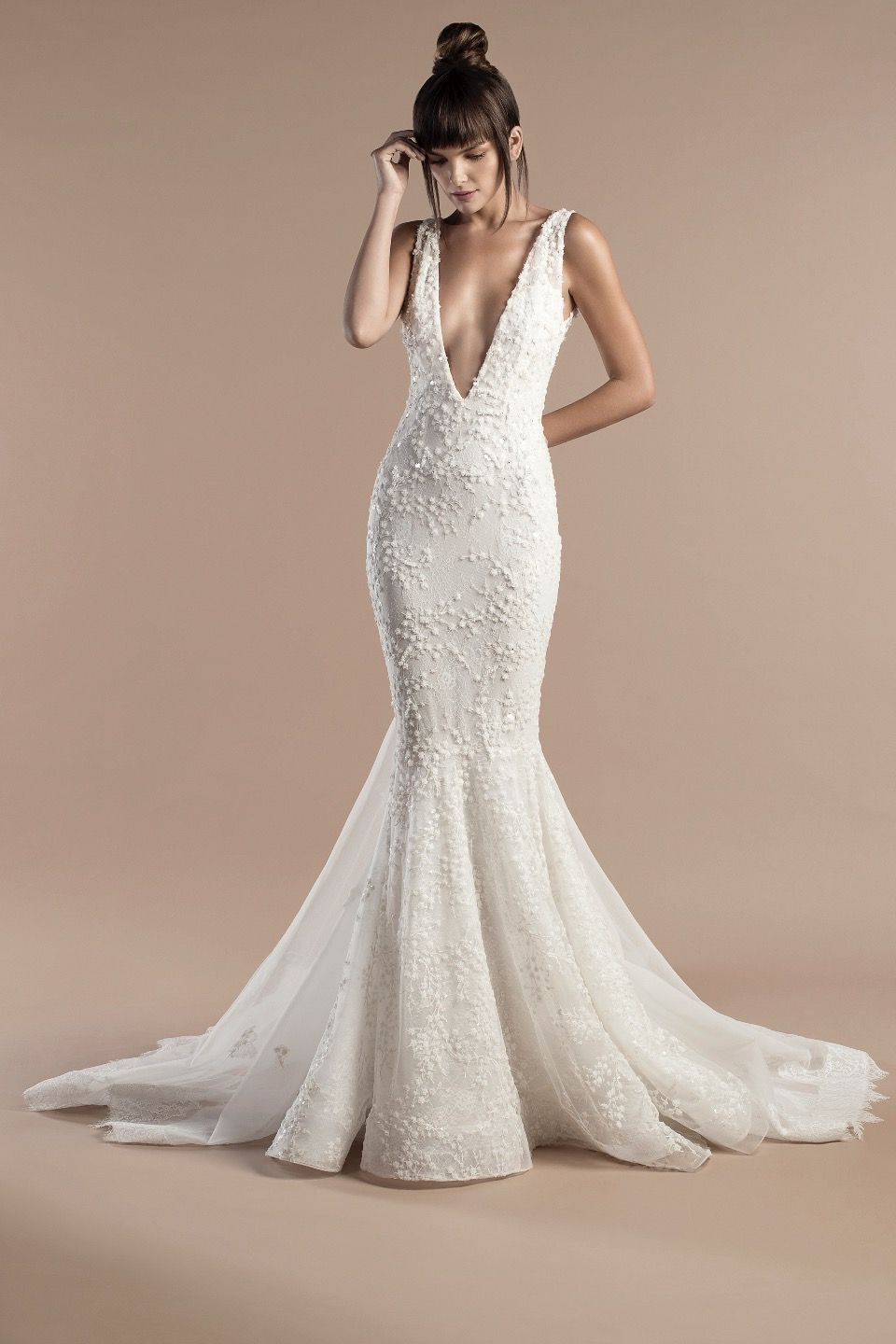8f80057a56 Tony Ward Bridal 2018 l Nina l Off white mermaid dress in lace and  embroidered tulle