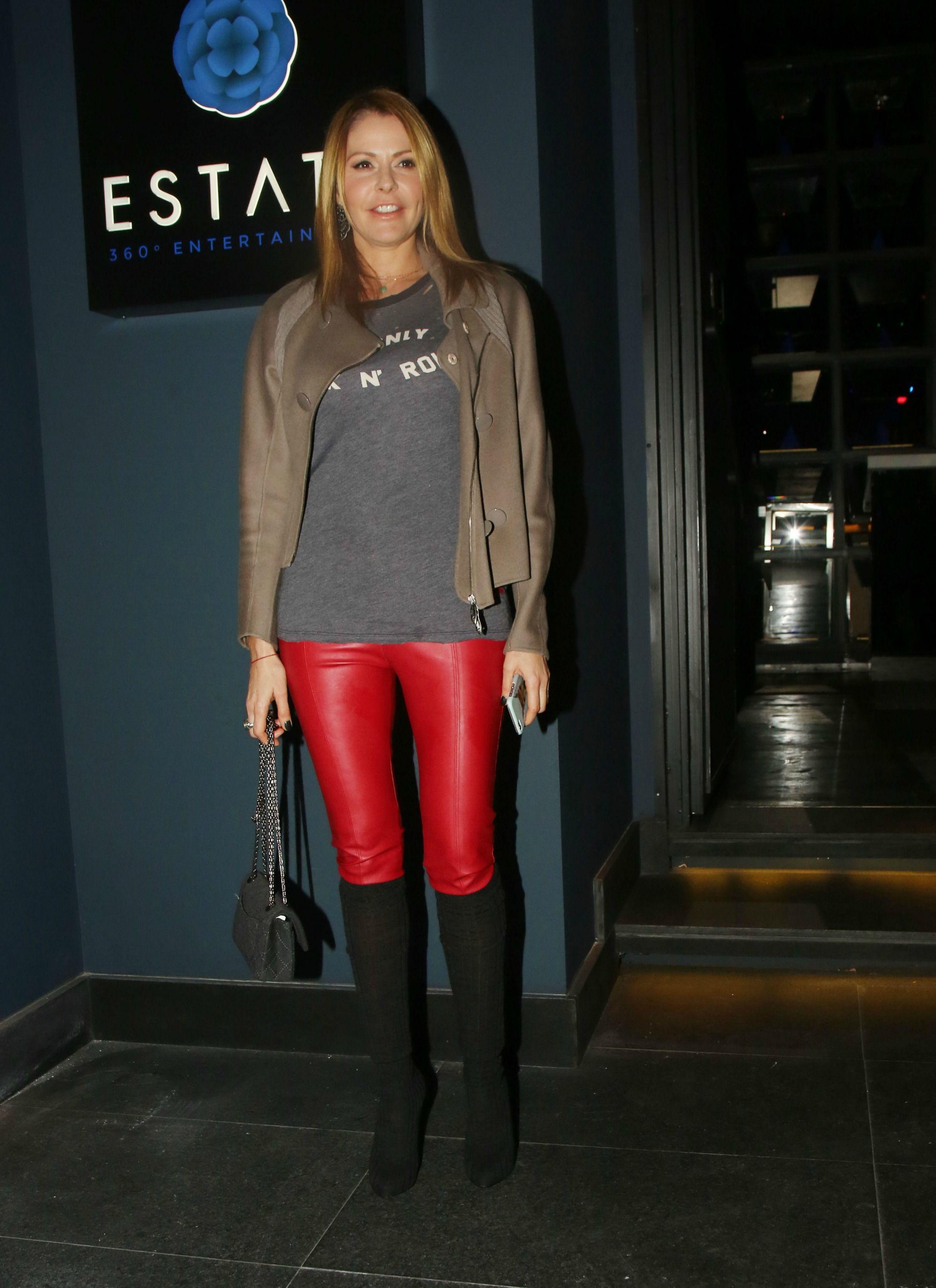 Τζένη Μπαλατσινού  Φόρεσε το πιο τέλειο κόκκινο παντελόνι!  e00307fa7dd