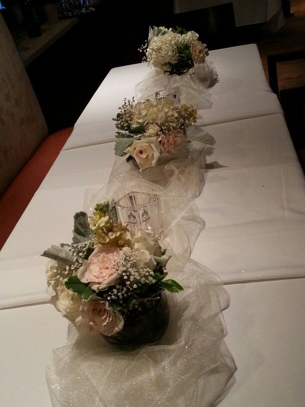 White Shades And Gold Tulle Table Runners Floral Ideas