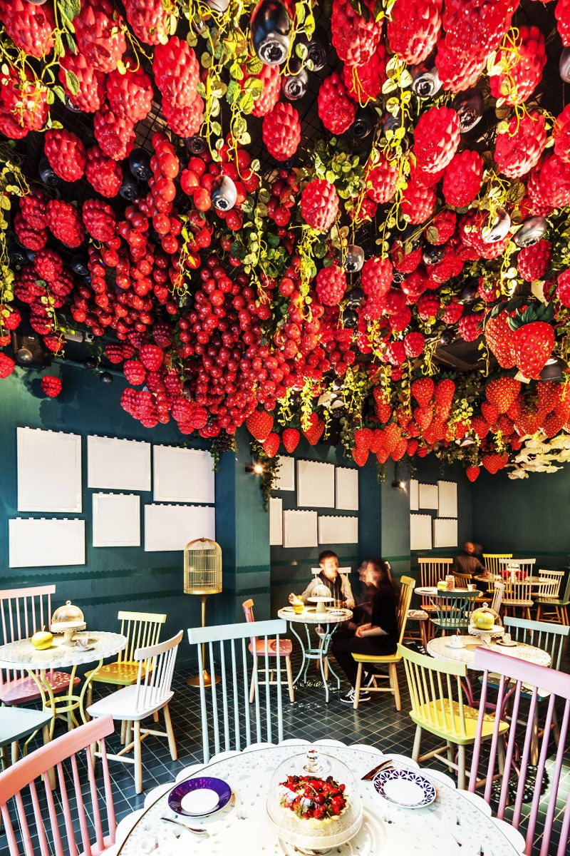 La Dolca Appetizing Design With More Than 1 000 Hand Painted Fibreglass Resin Fruits And Flowers Flower Cafe Coffee Shop Design Shop Interior Design