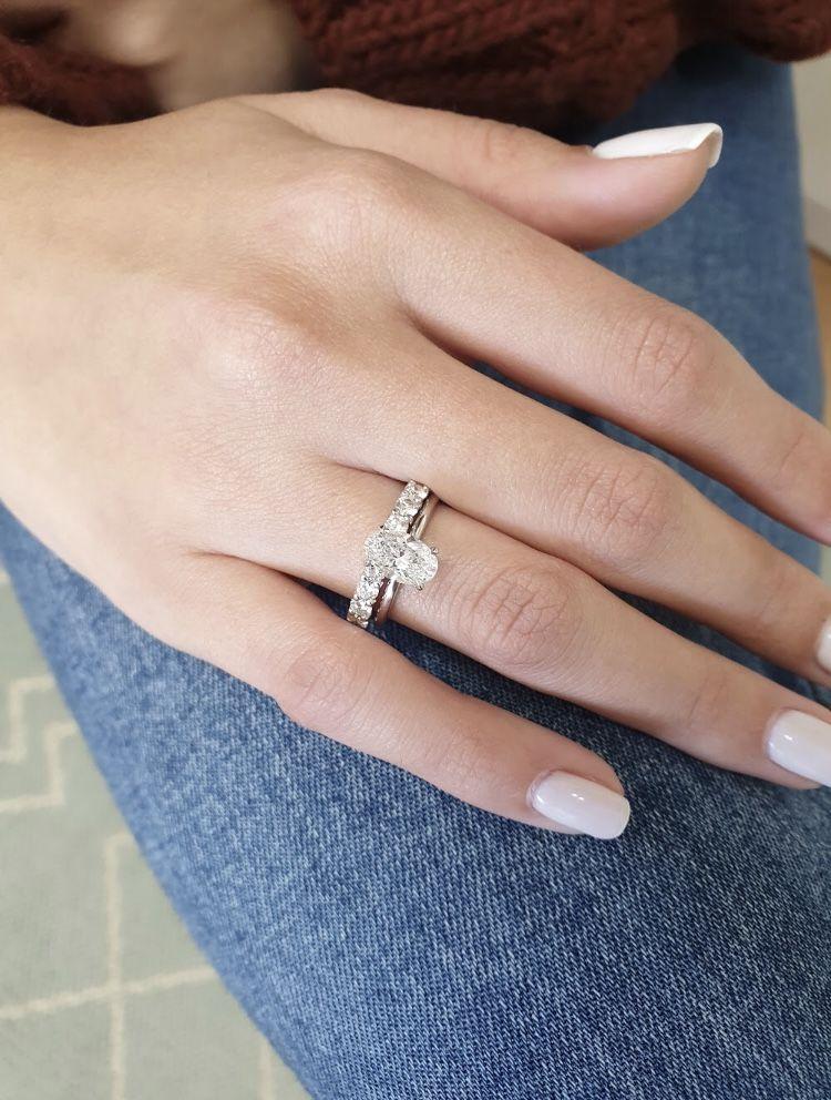 Oval Diamond Engagement Ring 1 Carat Oval Shape 18k White Etsy Oval Diamond Engagement Ring Oval Diamond Engagement White Gold Diamond Rings