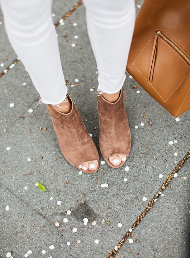 Open toe shoes with skinny jeans
