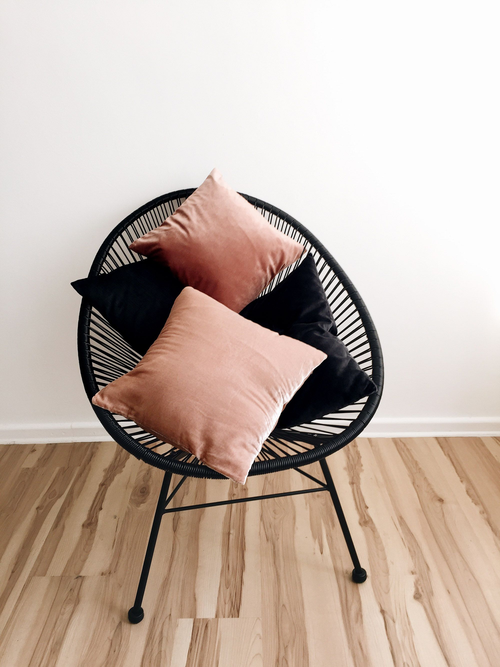 Interior Post From Www Schwarzersamt Com With Maison Du Monde Side Table Blush Velvet Pillows Puro Room Fragrance Acapu Chair Blush Interiors Acapulco Chair