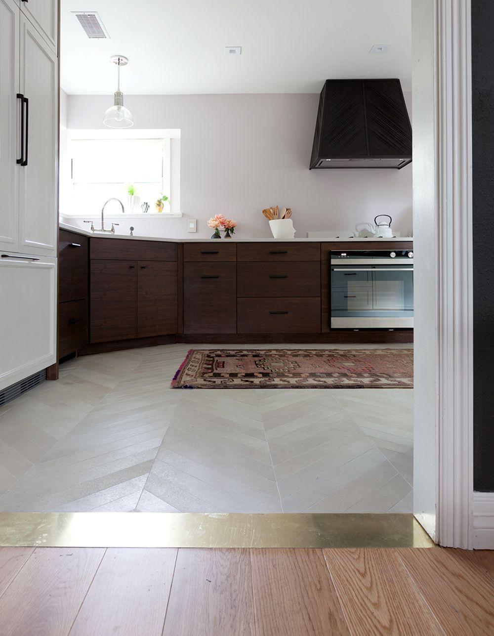 Awesome 50 Best Engineered Wood Flooring Design Ideas Https Decoredo Com 10922 50 Best Engineered Wo Floor Design Engineered Wood Floors Trendy Kitchen Tile