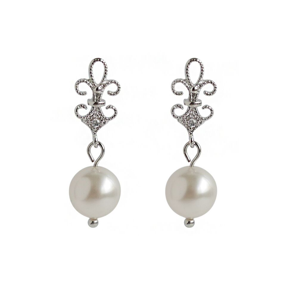 Silver Filigree with #Pearl Earrings! #ByInviteOnly #TheEverydayBride #BIOJewellery