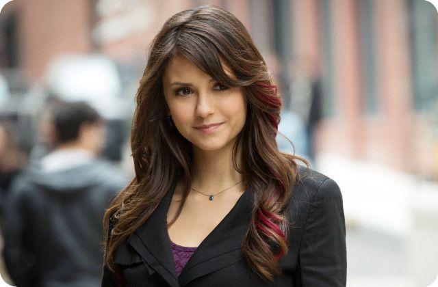 Vampire Diaries Elena Rote Strahchen Haarverlangerung Nina Dobrev Frisuren Haar Streifen Rosa Frisuren