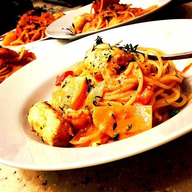 やっと作れました! ノブさんお代わり続出です❤ 美味しいレシピありがとうございました◟꒰◍´Д‵◍꒱◞ - 150件のもぐもぐ - Chicken & potatoes tomato cream pasta チキンとポテトのトマトクリーム by Yuka Nakata