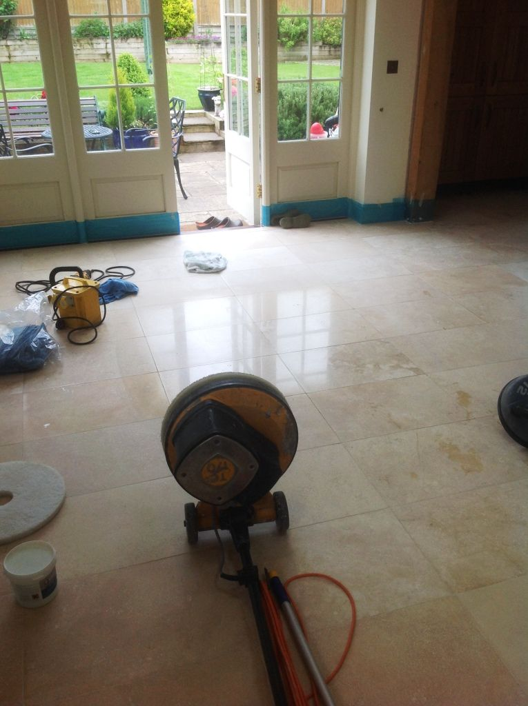 Travertine Tiled Floor Stripped And Polished In Great Wilbraham En 2020 Limpieza