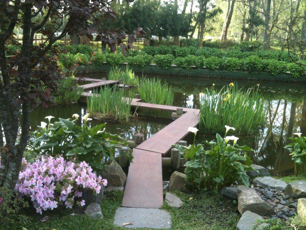 Narrow Japanese Zig Zag Bridge With Iris And Calla Lillies
