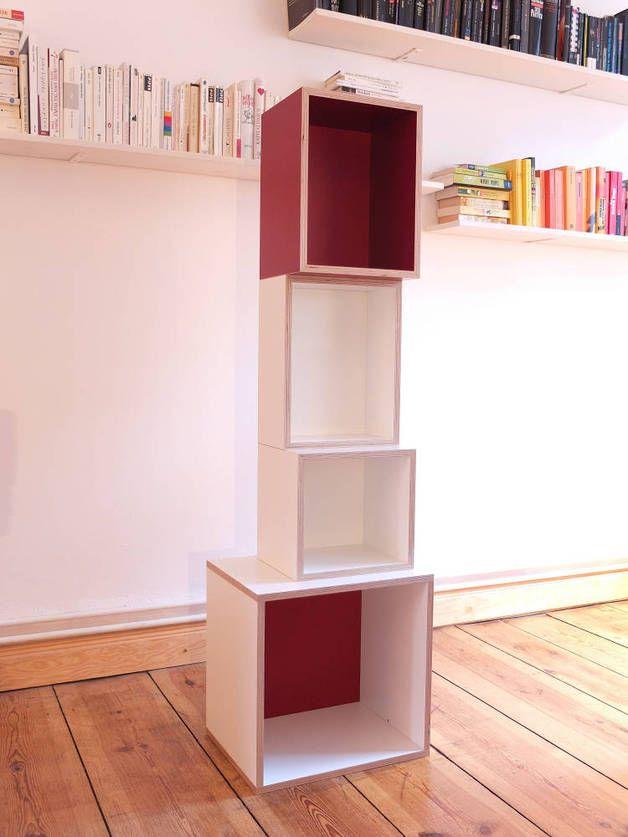 Raumteiler aus Regalen mit farbiger Rückwand / wooden boxes as a ...