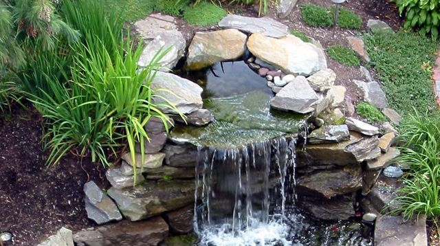 fontaine et cascade pour bassin de jardin choisir et installer diy pinterest bassin de. Black Bedroom Furniture Sets. Home Design Ideas