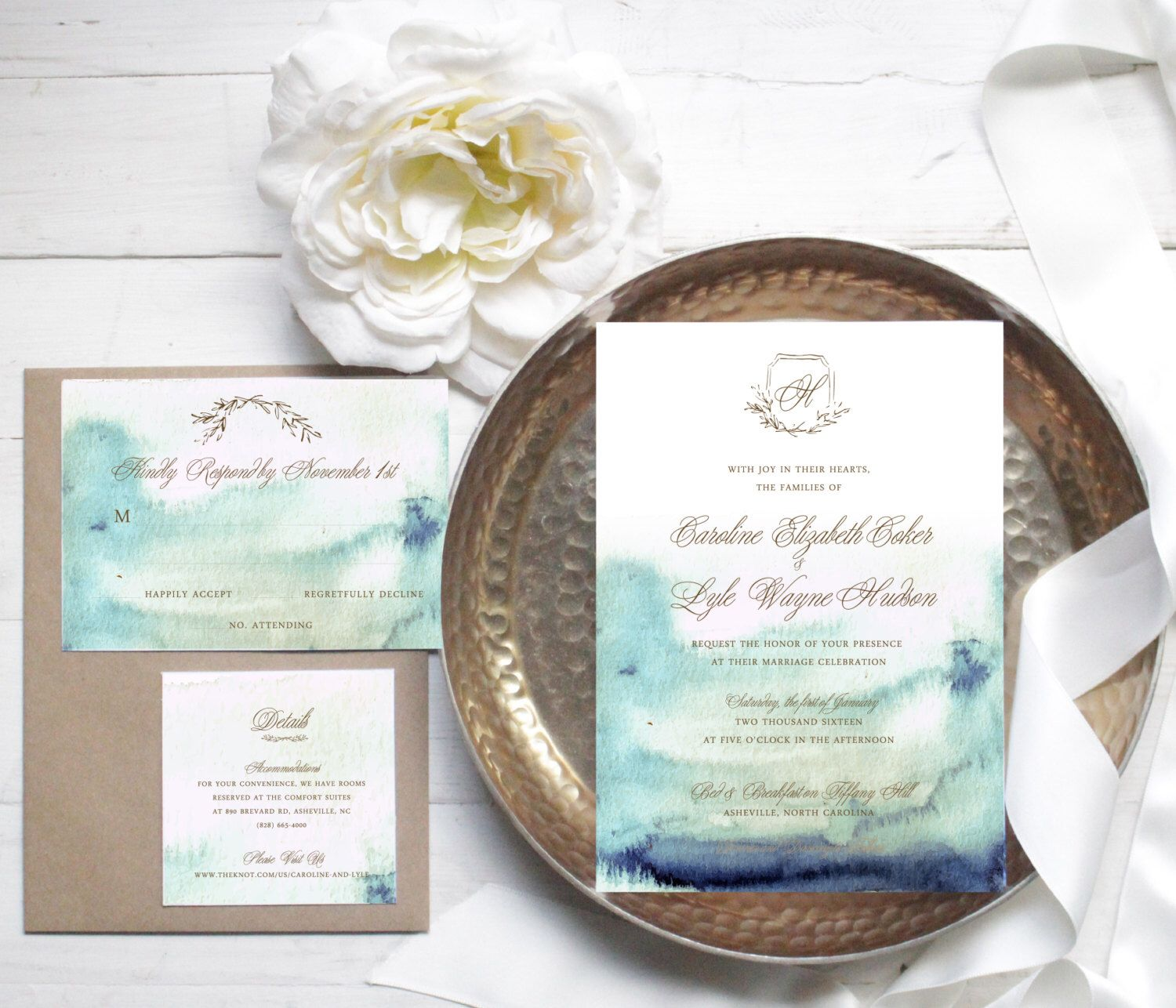 Elegant Blue Watercolor Wedding Invitation // Available in Gold Foil Lettering by SugaredFigPaperie on Etsy https://www.etsy.com/listing/464529695/elegant-blue-watercolor-wedding