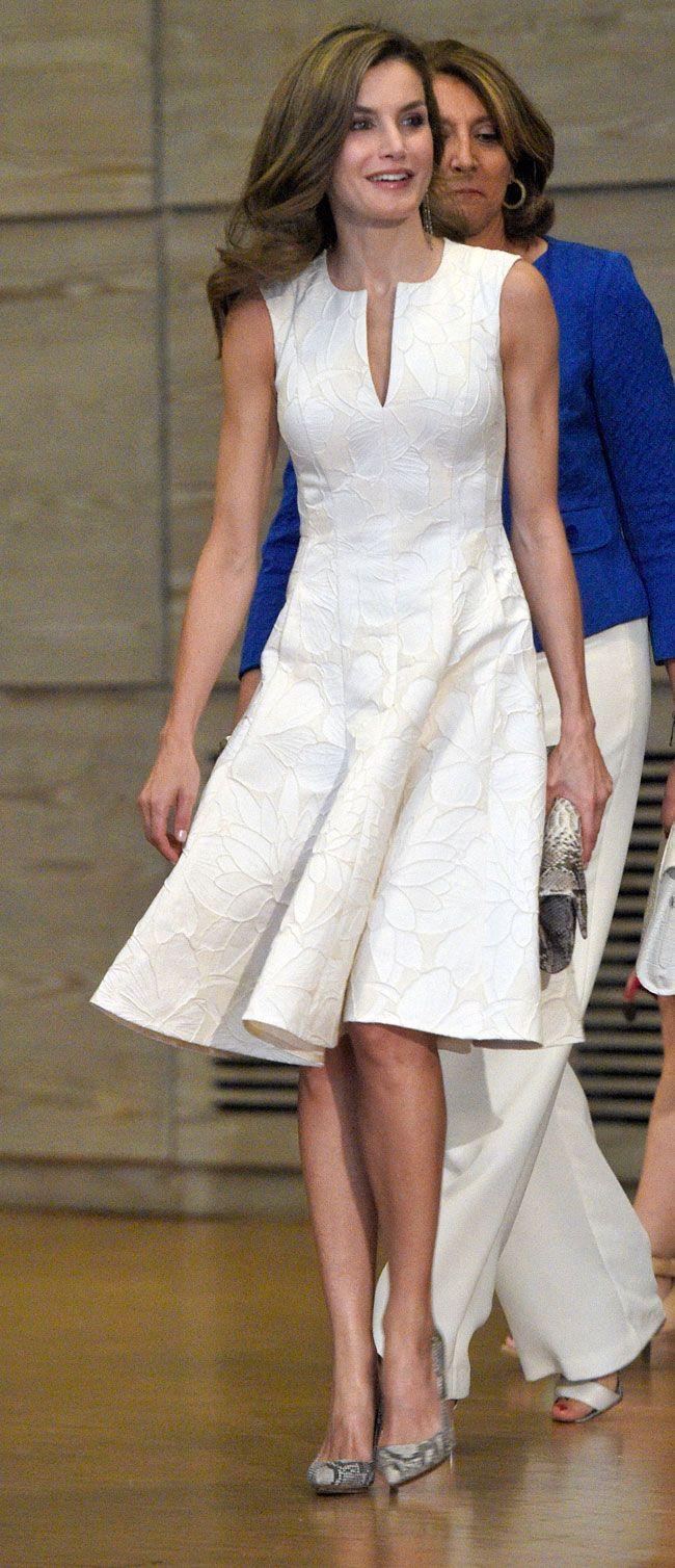 La Reina Letizia: Blanca y radiante tras la resaca de Reino Unido ...