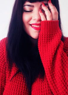 Plus size blogger Joanna from heartsornothing.refashion.fi is rocking red! Sweater from JUNAROSE