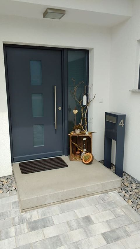 Briefkasten Base in Anthrazit 7016 mit Klingel und Hausnummer. #mailbox #briefka…