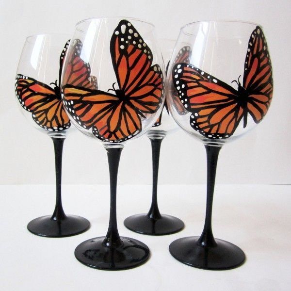 Painted christmas wine glasses butterfly wine glasses for Holiday wine glass crafts