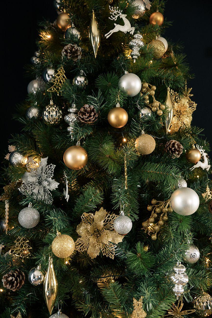 Gold Silver Themed Christmas Tree Christmas Tree Themes Christmas Tree Decorations Christmas Tree