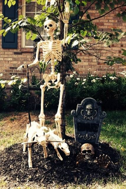 Grandin Road S Spooky Decor Photo Challenge Gallery Halloween Yard Decorations Spooky Decor Halloween Scene